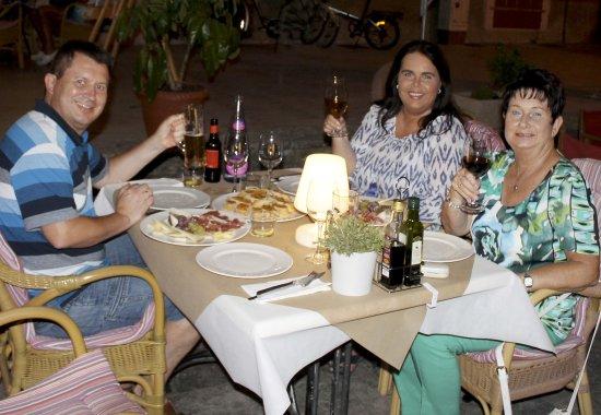 Petra, إسبانيا: Stimmungsvoller Abend mit Familie