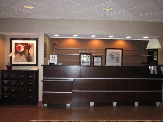 Hampton Inn Ft. Myers - Airport I-75: Registration Desk