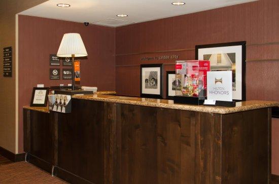 Hampton Inn Cedar City: Front Desk