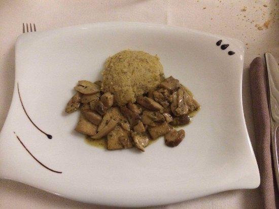 Marone, Italia: Polenta con Tofu e funghi - SPAZIALE