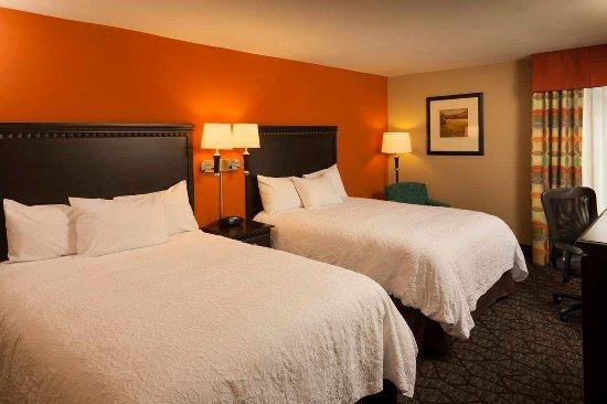 Hampton Inn Asheville - Tunnel Road: Two Queen Beds