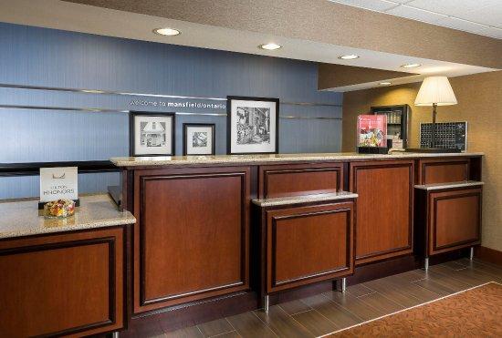 Μάνσφιλντ, Οχάιο: Hampton Inn Mansfield Ontario - Front Desk