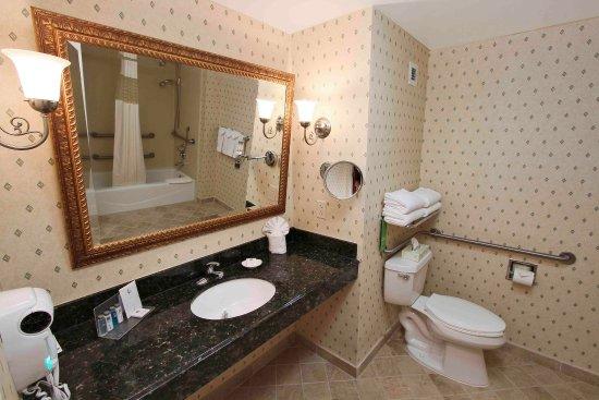 Rockville Centre, Nowy Jork: Accessible Bathroom
