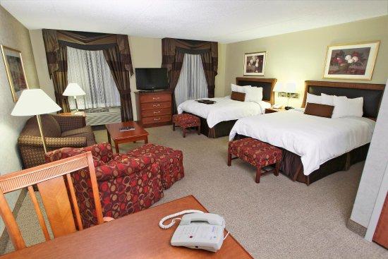 Rockville Centre, NY: Double Queen Suite