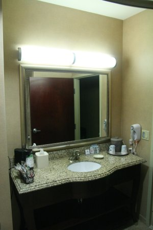Hampton Inn & Suites Abilene I-20 : Two Queens - Vanity