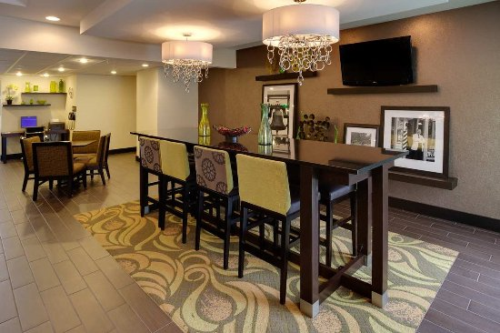 Hampton Inn Harrisburg / Grantville / Hershey: Lobby Tables and Chairs