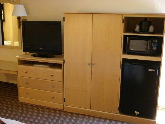Hampton Inn Harrisburg / Grantville / Hershey: Micro/Fridge and TV