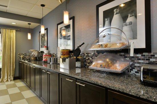 Cortland, NY: Breakfast Area