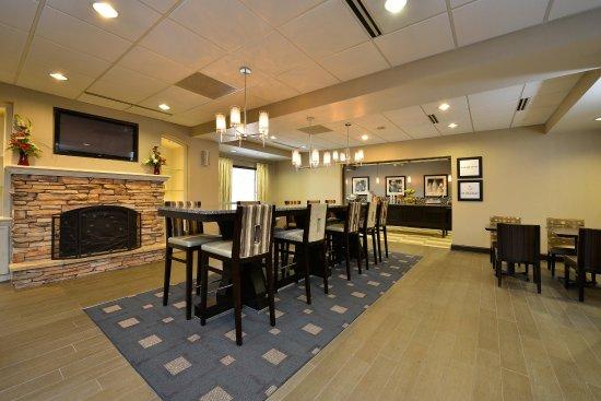 Cortland, Νέα Υόρκη: Breakfast Seating Area