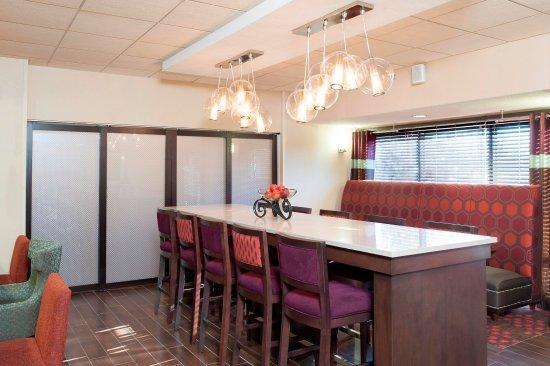 Stevensville, MI: Lobby Tables