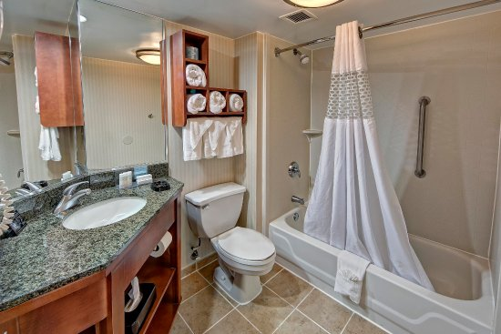 Athens, GA: Standard Bathroom