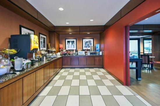 Batavia, estado de Nueva York: Breakfast Serving Area