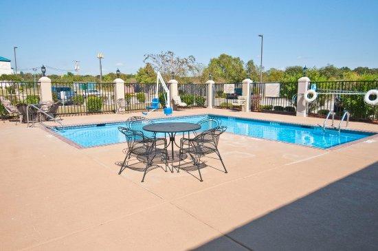 Canton, Mississippi: Hampton Inn Canton Pool