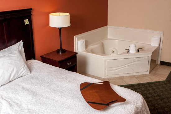 Munster, IN: Whirlpool King Guest Suite