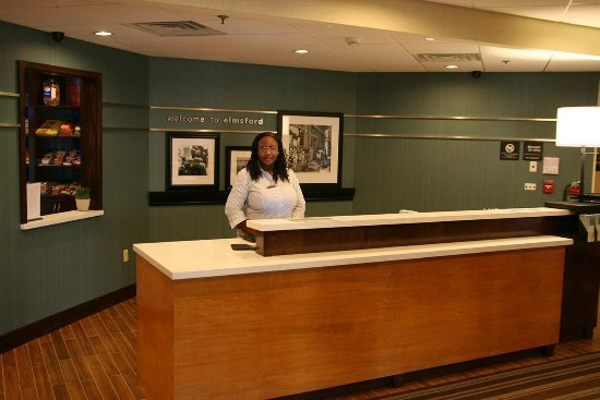 Hampton Inn White Plains / Tarrytown: Front desk with Danielle