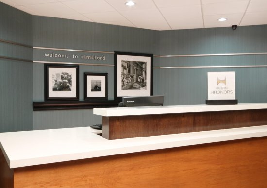 Hampton Inn White Plains / Tarrytown: Front desk