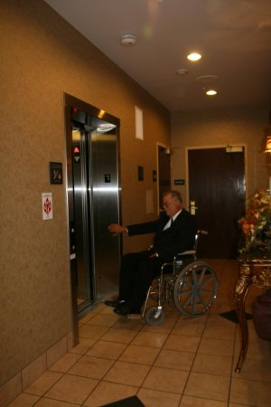 Marshall, MI: Elevator
