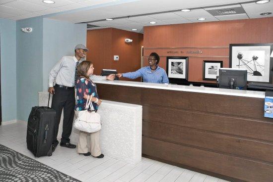 Hampton Inn Columbia-I-26 Harbison Boulevard: New Perfect Mix Front Desk