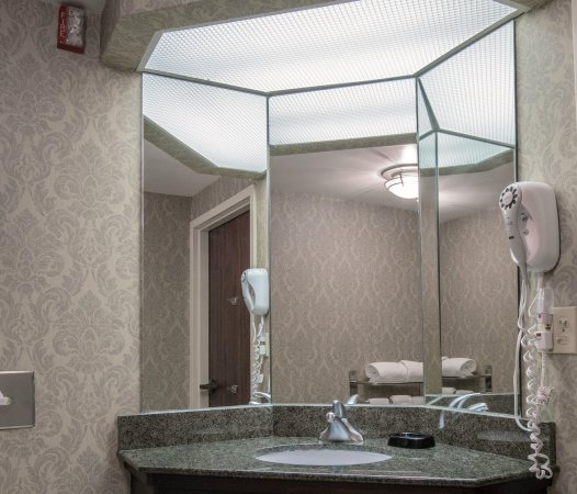 Hampton Inn Norman: Accessible Vanity