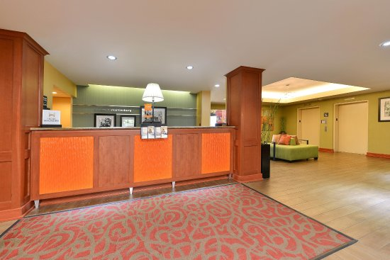 Hampton Inn Martinsburg - Front Desk
