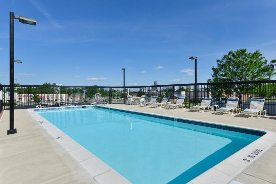 Hampton Inn Martinsburg - Outdoor Pool