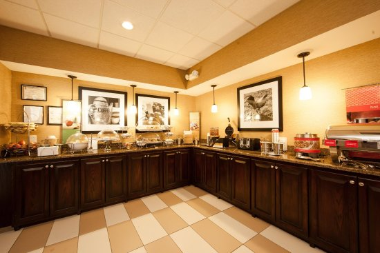 Hampton Inn Lagrange near Callaway Gardens: Free Breakfast
