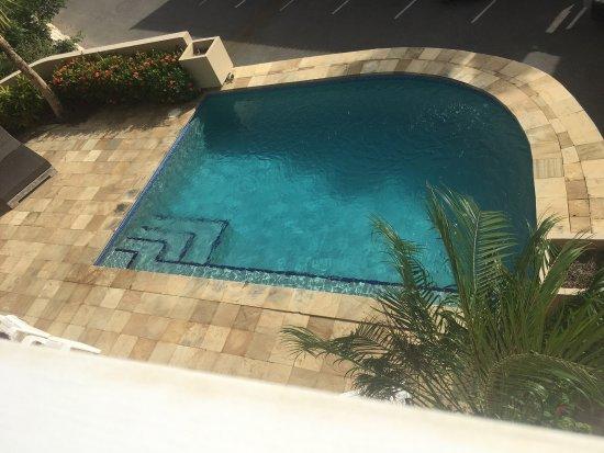 لا مايا بيتش: Small pool area