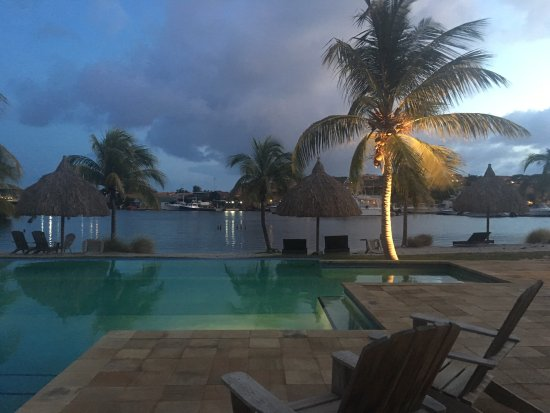 لا مايا بيتش: Big pool area