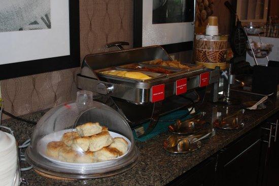 Russellville, AR: Complimentary Hot Breakfast