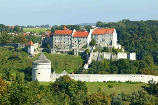 Burghausen, Alemania: Blick vom Zimmer 8 aus auf die längste Burg der Welt