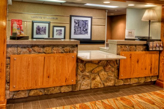 Hampton Inn Franklin: Reception Desk