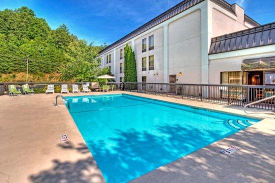 Hampton Inn Franklin: Outdoor Pool