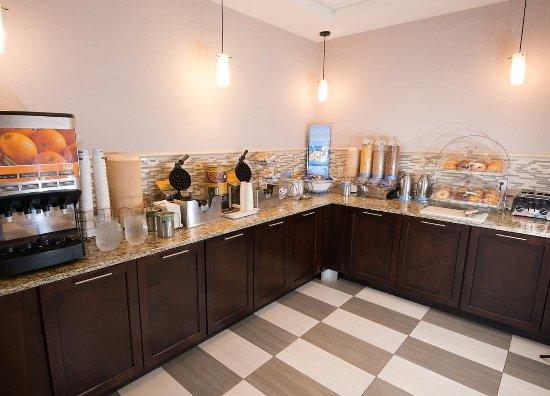 Carlstadt, NJ: Free Hampton Breakfast Buffet