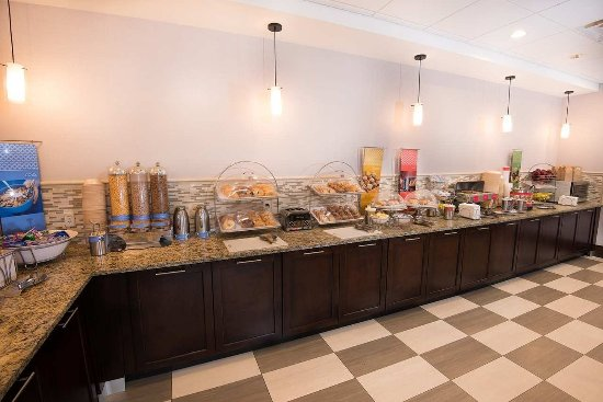 Carlstadt, NJ: Breakfast Buffet
