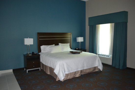 Edgewood, MD: King Bedroom Nonsmoking