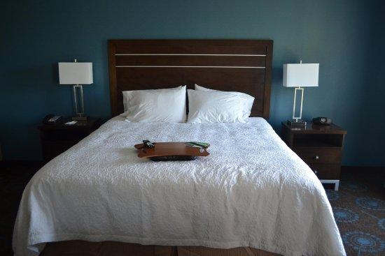 Edgewood, Maryland: King Bedroom Nonsmoking