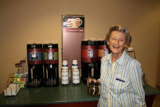 Monroe, Carolina del Norte: Breakfast Hostess