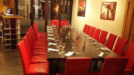 Ax-les-Thermes, Prancis: tous a table