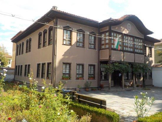 Pazardzhik, Bulgaria: Blick auf das Museum inklusive Garten