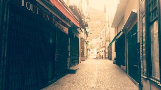 Ax-les-Thermes, Prancis: rue de lhorloge