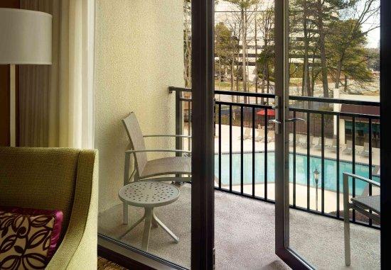 Dunwoody, Georgien: Guest Room - Balcony and Pool view