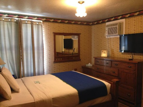Photo of Americas Best Value Inn & Suites - Royal Carriage Jamestown
