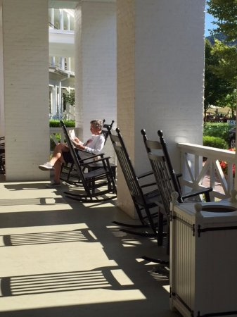 Bedford, PA: Lovely way to spend some leisure time. Chairs extremely comfy, too.