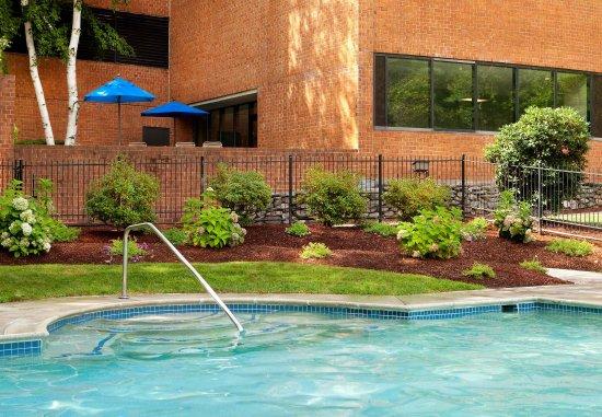 Burlington, MA: Outdoor Pool