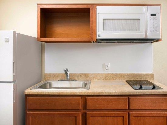Darien, IL: In-Room Kitchen