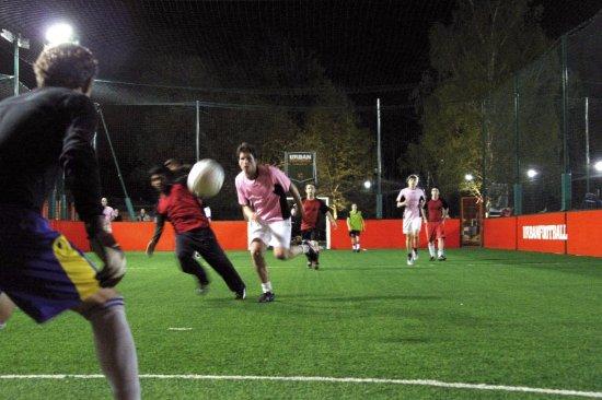 Meudon-la-Foret, Francia: Terrain outdoor de foot à 5 à l'UrbanSoccer de Meudon