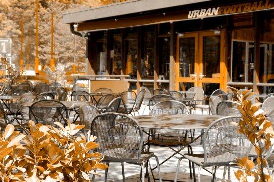 Meudon-la-Foret, France: Terrasse de l'UrbanSoccer de Meudon