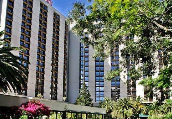 Lisbon Marriott Hotel: Exterior & Garden