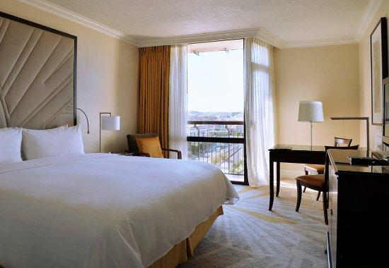 Lisbon Marriott Hotel: King Guest Room
