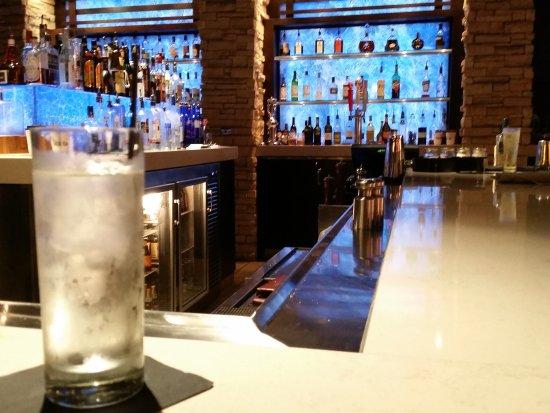 นอร์ทแคนซัสซิตี, มิสซูรี่: bar dining area